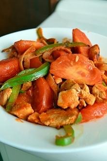 Po treningu - pierś z kurczaka z pomidorami, ok 400kcal