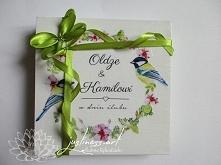 Prezent dla Młodej Pary - życzenia i pieniądze w drewnianym pudełeczku zamiast koperty z motywem z zaproszenia