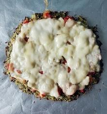 Zdrowa wegetariańska pizza na brokułowym spodzie + szybki sos. Najlepsza jaką...