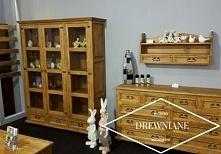 witryna trzydrzwiowa z litego drewna wykończona woskiem
