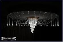 W prezentowanej realizacji lampy LED w salonie wykorzystano żyrandol światłowodowy Ośmiornica firmy E-Technologia.  Tel.: 668 487 285