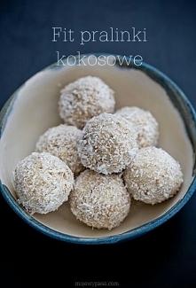 Fit Pralinki Kokosowe *.* Składniki na 10 sztuk: 30 g wafli ryżowych (niesolo...