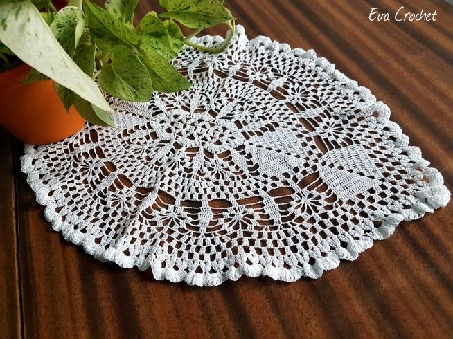 Szydełkowy bieżnik. Możliwośc wykonania w dowolnym kolorze. Piękna dekoracja stołu, elegancki prezent:-) Zapraszam na Facebook'a - Eva Crochet (@szydelkodesign)