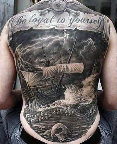 tatuaże męskie statek i czaszki
