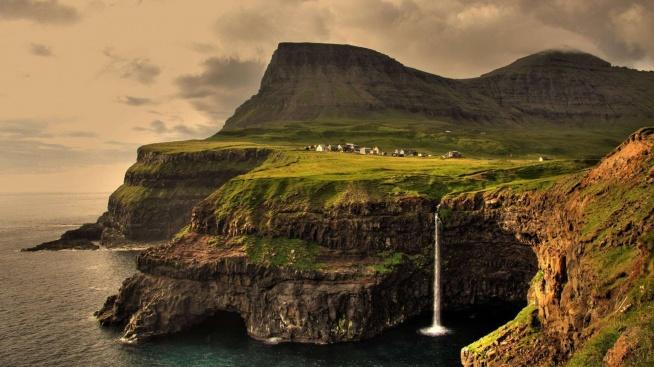 Gásadalur – wieś na wyspie Vágar, na Wyspach Owczych. Obecnie posiada tylko 17 stałych mieszkańców