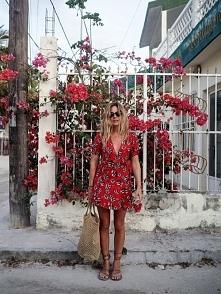 czerwona sukienka <3