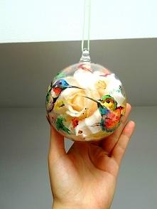 Lampion szklany-świecznik, z uchwytem do powieszenia i otworem bocznym gdzie można umieścić podgrzewacz, dzięki temu powstaje uroczy świecznik. Może posłużyć również do stworzen...
