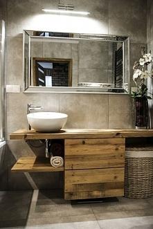 Meble łazienkowe ze starego drewna.