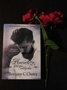 """ostatnio skończyłam czytać """"Powietrze, którym oddycham"""" Brittainy C.Cherry świetny romans nawet dreszczyk emocji, akcji polecam!   """"Pokaż mi cienie, które nie daj..."""