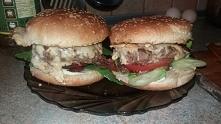 domowej roboty hamburgery z...
