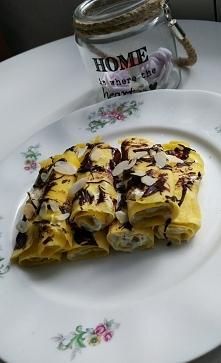 Budyniowe naleśniki nadziane jogurtem z chia i polane gorzką czekoladą <3