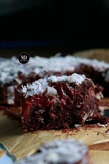 PROSTE I BEZ MIKSERA: Czekoladowe ciasto z kokosem i malinami oblane czekolad...