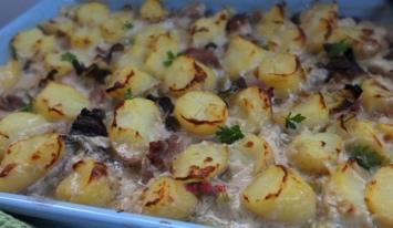 Zapiekanka ziemniaczana z kurczakiem i grzybami w kremowym sosie