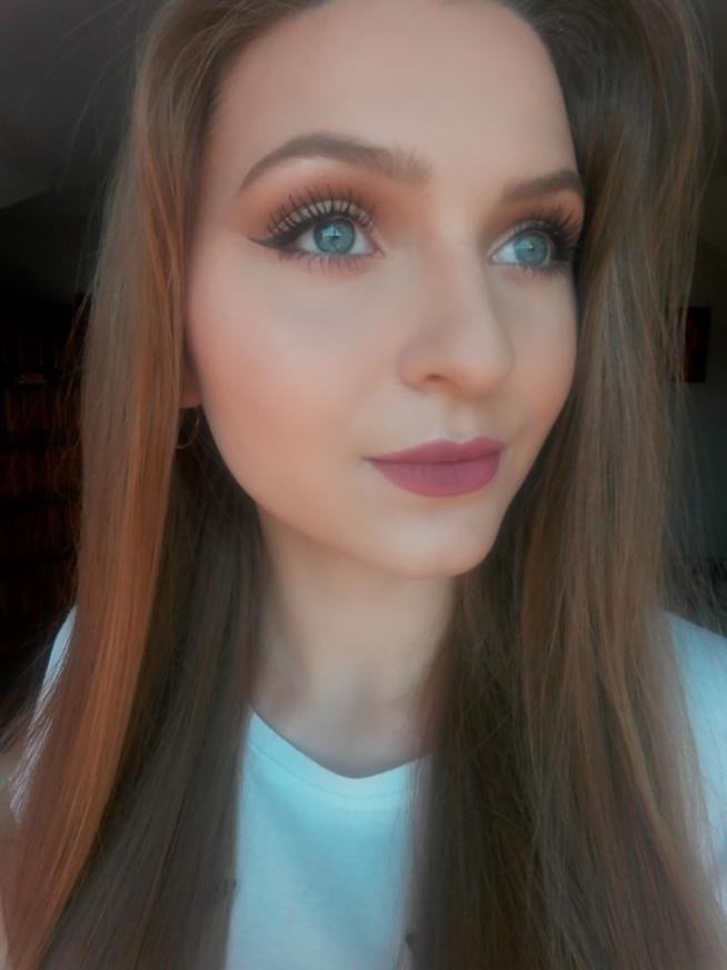 Mój dzisiejszy makijaż - niecodzienna jak dla mnie kreska, naturalne rzęsy.