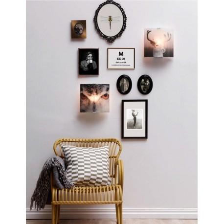 DEER Markslojd 105241 Kinkiet ścienny JELEŃ      Kinkiet DEER to propozycja dla osób z fantazją i pomysłowością. Ciekawy wzór Jelenia, doskonały do ozdobienia ściany oraz punktowego oświetlenia.