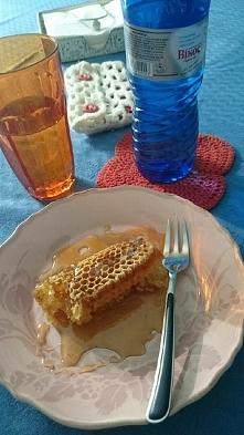 Magia śniadania. Dostałam od samej królowej pszczół. Samo zdrowie na dzień dobry.