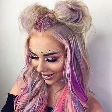 Jak wam się podoba hit tego lata, czyli makijaż festiwalowy? Moim zdaniem to ...