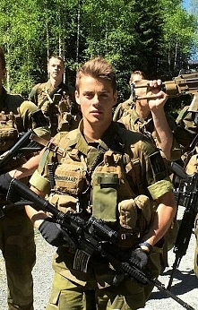 Herman w mundurze *-*