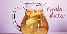 woda z cynamonem, przepis #1: cztery laski cynamonu, wrzuć do dzbanka wypełnionego wodą, a następnie pozostawisz na noc. Rano twój napój będzie gotowy do wypicia. Możesz go doda...