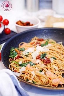 Spaghetti z łososiem i szpinakiem - Wypieki Beaty