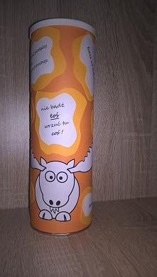 Skarbonka na przyszłe wakacje wykonana z puszki po Pringlesach :D wieczko prz...