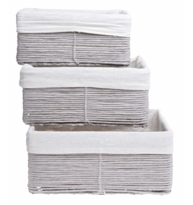 Komplet 3 szt koszy prostokątnych  w kolorze szarym. Kosze wyściełane w środku materiałem ala len w kolorze białym. Idealne pojemniki do przechowywania drobiazgów w domu.  Cena dotyczy całego kompletu 3 szt. Kosze pasujące do szarych dodatków w domu.  Wymiary: 26X19X12/23X17X11/21X15X10 CM