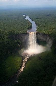 Wodospad Kaieteur w Gujanie.