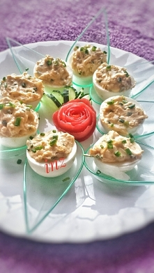 przystawka; ) jajko nadziewane żółtkiem wymieszane z serkiem mascarpone szypi...