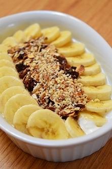 Deser: jogurt grecki z bana...