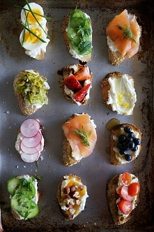 Ricotta Crostini Party by K...