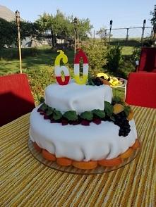 Tort brzoskwiniowo-jagodowy ;*