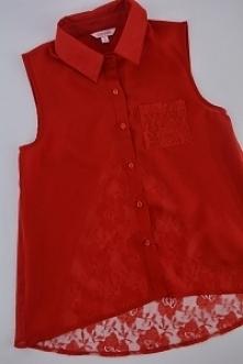 Czerwona koszula -koronka. ...