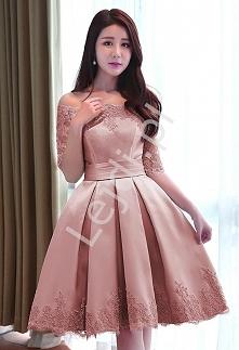 Sukienka wieczorowa w pięknym kolorzebrudnego rózu. Sukienka zdobiona koronka...
