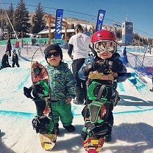 Source: Instagram, Burton Snowboards zapisał(a) na tablicy For The Groms Brot...