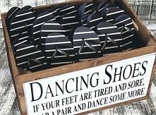 Buty na zmianę dla gości weselnych.