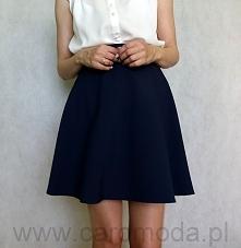 Granatowa spódnica rozkloszowana Bardzo kobieca spódnica uszyta z półkoła.  W...