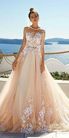 Kremowa suknia ślubna