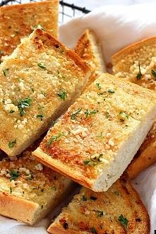 Chleb pieczony z maslem czosnkowym - super z zupa albo makaronem!