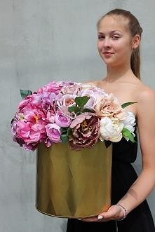 kwiaty sztuczne w pięknych pojemnikach od tendom