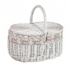 Biały wiklinowy kosz na piknik obszyty materiałem - wzór różowa róża