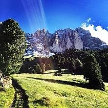 Enjoying such an amazing view while going to work... simply priceless. Pic: @rifugiopertini #dolomitisupersummer #dolomiti #dolomites #emotionmakers #mondaymood #motivation #mou...