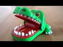 Gra Krokodyl Dentysta to super wesoła gra dla całej rodziny. Nasz krokodyl ma chory ząb i celem gracza jest odkrycie który to ząbek boli krokodyla. Uważaj, gdy naciśniesz chory ...