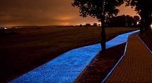 Ścieżka rowerowa, która świeci w Lidzbarku Warmińskim.