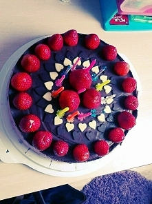 Torcik czekoladowo truskawkowy