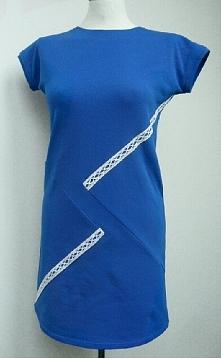 Dresowa sukienka z dodatkie...