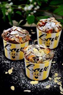 Pełnoziarniste muffinki z malinami i morelami. Przepis po kliknięciu w zdjęcie.