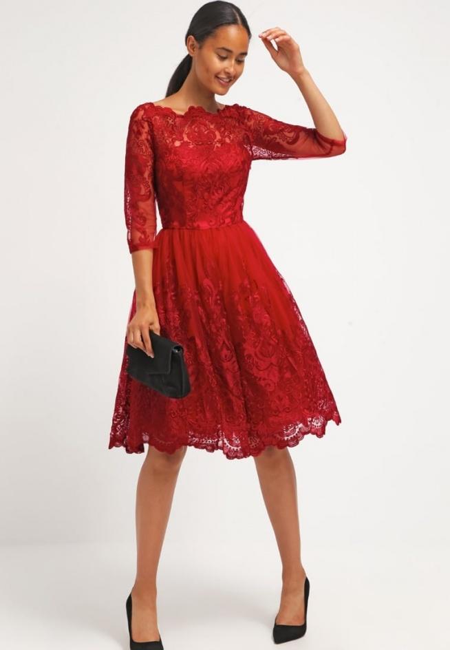 Przepiękna sukienka koronkowa czerwona Chi Chi London AVIANA, idealna na wiele okazji.