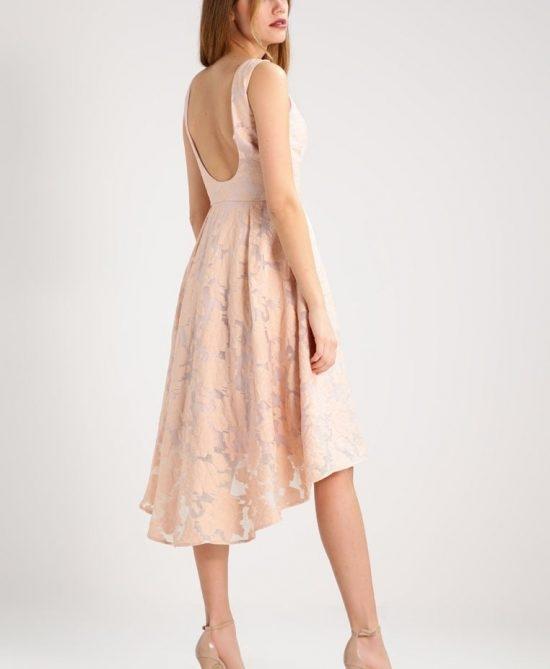 da52042d17 Koronka i odkryte plecy sukienki Chi Chi London YOLANDA pasują .. na ...