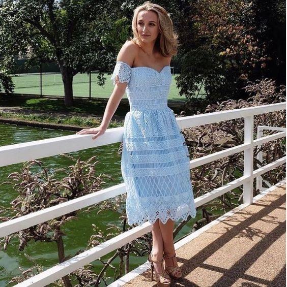 Letnia koronkowa sukienka Chi Chi London, do kupienia TU ➡️ sukienkichichilondon.pl