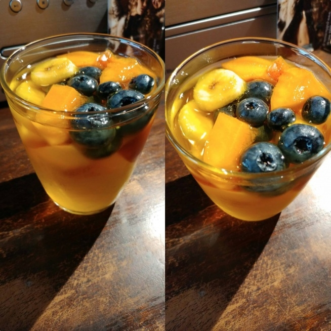 Galaretki z owocami , bez cukru ! Cukier zastępują banany :) Lubicie? Robicie u siebie w domu takie zdrowe przekąski?